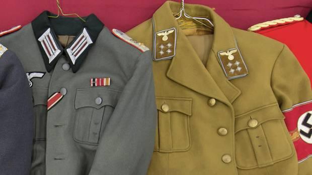 Uniformen mit Hakenkreuz