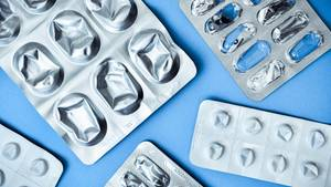 Viele Schmerzmittel verschaffen Linderung. Einige seien jedoch nicht für jeden Patienten geeignet, so Warentest.