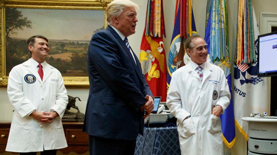 Donald Trump und Ronny Jackson