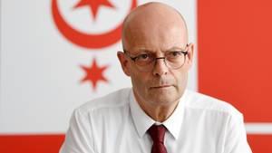 Bernd Wiegand (parteilos) spricht auf einer Pressekonferenz der Stadt zu den Ereignissen um den Anschlag vom 9. Oktober