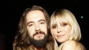 Tom Kaulitz - ein junger Mann mit Vollbart und langen braunen Haaren - und Heidi Klum - eine blonde Frau im schulterfreien Kleid