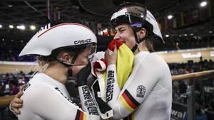 Sport kompakt: Pauline Grabosch und Emma Hinze feiern ihren Sieglauf in Berlin