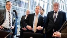 Berlin: Horst Seehofer zu Beginn der Sondersitzung des Innenausschusses des Bundestages zum Anschlag in Hanau