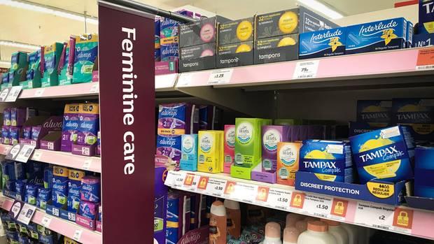 Tampons in einem Supermarkt in Glasgow