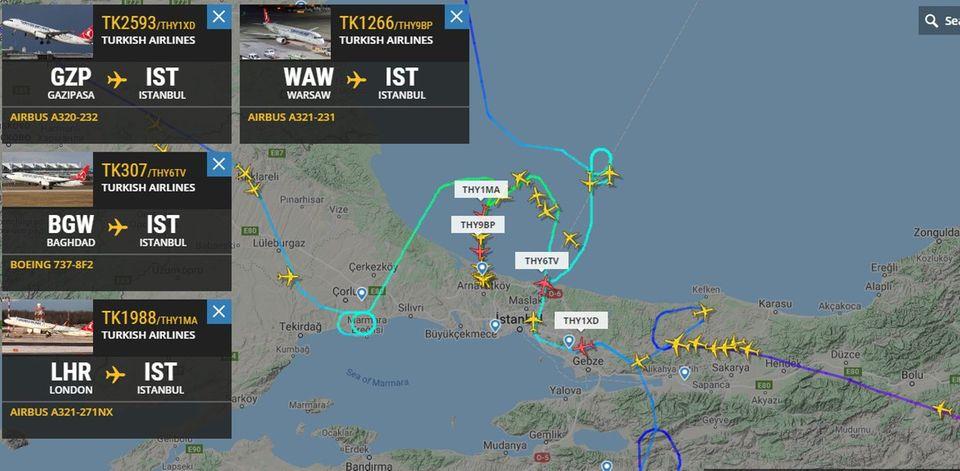 Weitere Jets mussten am Donnerstagmittag Warteschleifen über dem Großraum Istabul fliegen, ehe sie landen konnten.