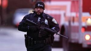 Milwaukee, Wisconsin: Ein Polizist beim Einsatz