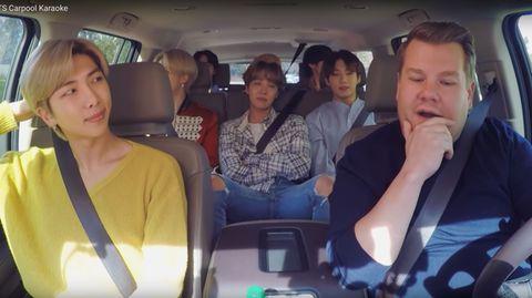 Die sieben K-Pop-Stars und James Corden im Auto