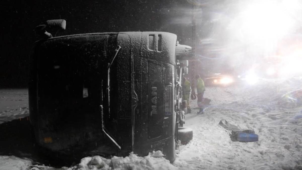 Wind kippt Bus bei Ulm um: acht Verletzte