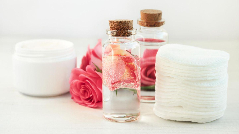 Rosenwasser zur Gesichtsbehandlung