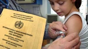 Kind wird geimpft