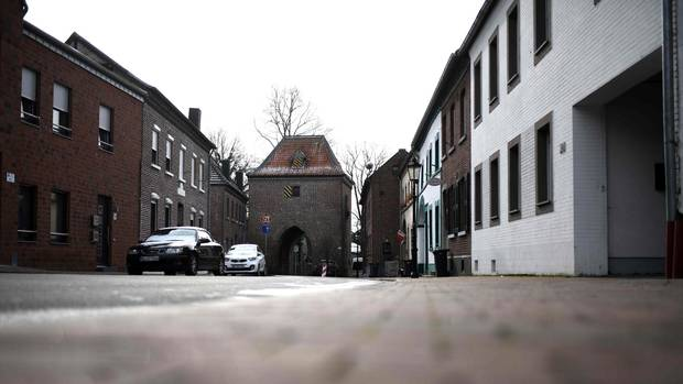 Leere Straßen im Dorf Gangelt im Kreis Heinsberg