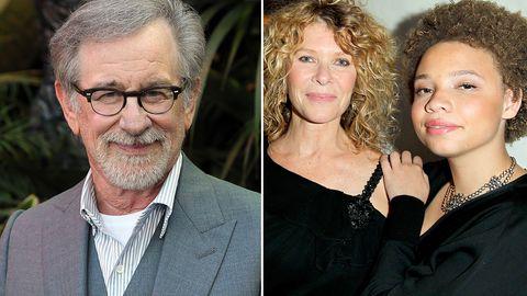 Mikaela (r.) ist die Adoptivtochter von Steven Spielberg und Kate Capshaw (M.)