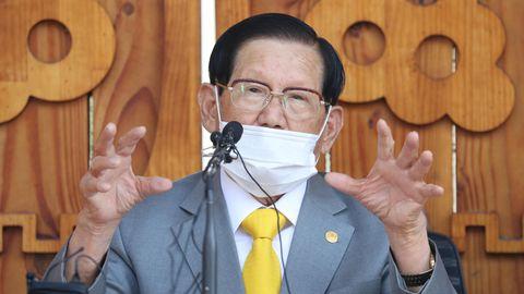 Lee Man Hee, Sektengründer und geistigen Führer der Shincheonji-Kirche Jesu, hält in seiner Villa eine Pressekonferenz ab