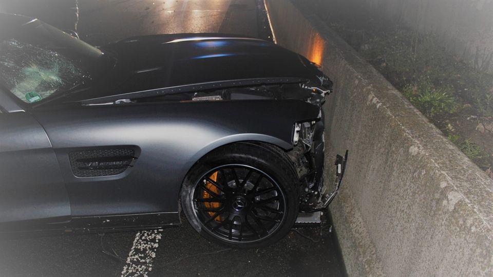 nachrichten deutschland - sportwagen geschrottet