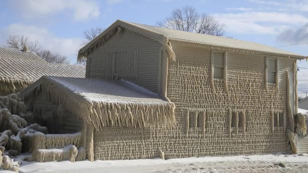 Eriesee: Häuser unter Eisschicht begraben