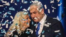 Ministerpräsident Benjamin Netanjahufeiert mit seiner Frau Sara den vemeintlichen Wahlerfolg bei der Parlamentswahl in Israel