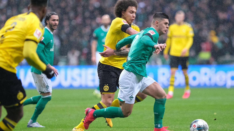 Werders Milot Rashica (r.) und Dortmunds Axel Witsel kämpfen um den Ball