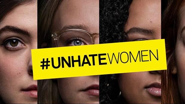 Plakat mit Gesichtern von Frauen