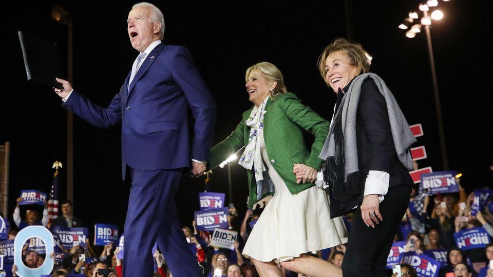 """Joe Biden am """"Super Tuesday"""" mit Ehefrau Jill und Schwester Valerie"""