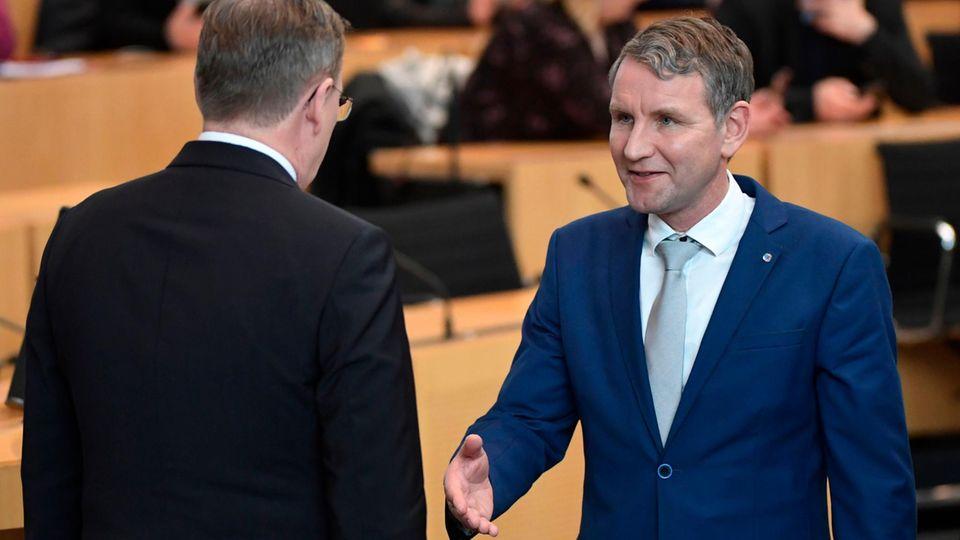 Thüringen: Bodo Ramelow verweigert Björn Höcke den Handschlag