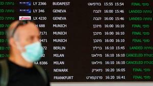 Eine Anzeigetafel amBen Gurion International Airport in Tel Aviv mit zum Teil abgesagten Flügen