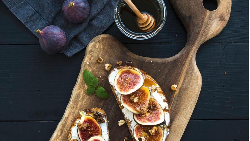 Brote mit Feige,Walnuss und Honig