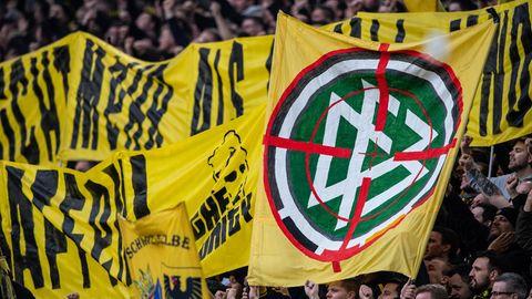 Fans von Borussia Dortmund auf der Südtribüne des Signal-Iduna-Parks