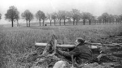 Das letzte Aufgebot: Der Volkssturmmann sollte mit seinem Panzerschreck die sowjetischen Panzerarmeen vor Berlin aufhalten.