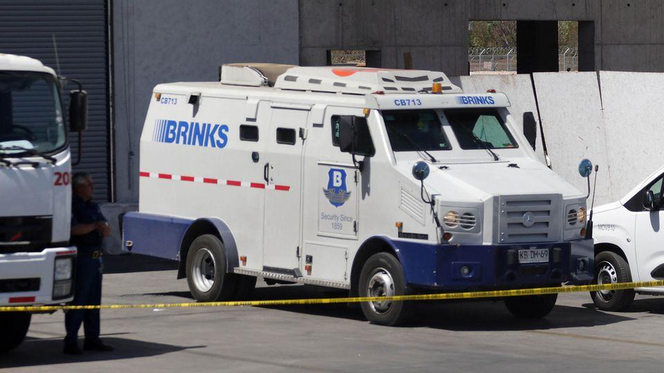 Wagen einer Sicherheitsfirma auf dem Flughafen von Santiago de Chile