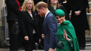 Prinz Harry (Mitte) und seine Frau Meghan in der Londoner Westminster Abbey zum Commonwealth-Gedenktag