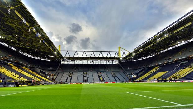Leeres Dortmunder Stadion: Wegen des Coronavirus gibt es mindestens zwei Geisterspiele in der Fußballbundesliga