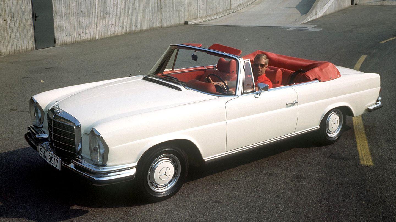 Ein weißes 280 SE Cabriolet von Mercedes Benz