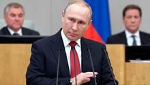 Wladimir Putin in der Staatsduma in Moskau