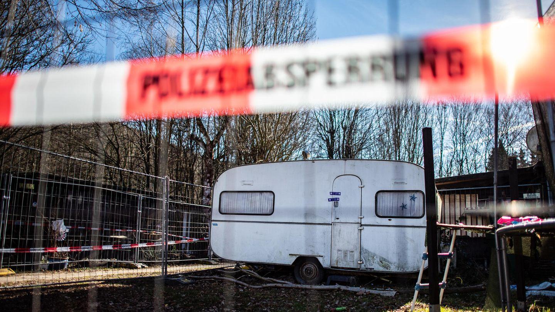 Auf dem Campingplatz Eichwald in der inzwischen eingezäunten Parzelle des mutmaßlichen Täters steht der versiegelte Campingwagen
