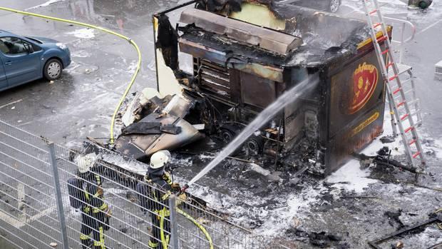 Nachrichten aus Deutschland: Hähnchenwagen in Bielefeld explodiert