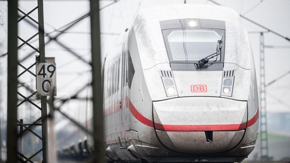 Ein ICE-Zug der Deutschen Bahn: Ab 60 Minuten Verspätung erhalten die Fahrgäste 25 Prozent des Fahrpreises zurück.