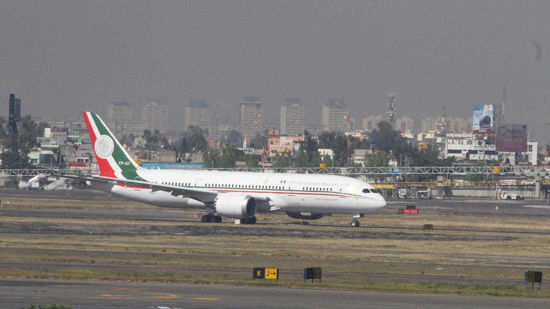 Das Präsidentenflugzeug steht auf einem Flughafen