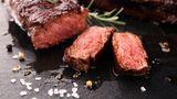 Fleisch auf einem Teller