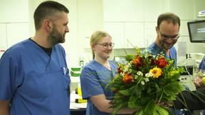 Klinikmitarbeitern in Kiel wird für ihre Arbeit in Coronavirus-Zeiten gedankt