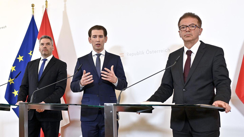 Österreichs Bundeskanzler Sebastian Kurz (M.) bei einer Pressekonferenz zum Coronavirus