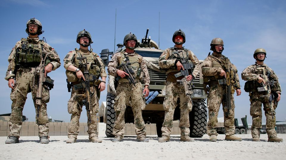 Soldaten der Bundeswehr im Feldlager in Kundus (Afghanistan)