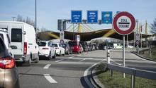 Am schweizerisch-deutschen Grenzübergang Kreuzlingen und Konstanz stauen sich die Autos