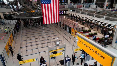 Der internationaleFlughafens John F. Kennedy in New York: Viele Flüge aus den USA sind gestrichen worden