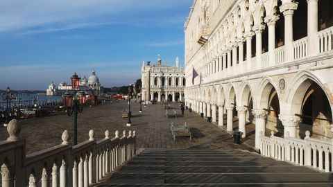 Gähnende Leere auch in Venedig: Auf dieser Brücke in Richtung Markusplatz ist normalerweise kein Durchkommen mehr. Denn es handelt sich um einen der beliebtesten Selfie-Plätze der Lagunenstadt - mit Blick auf dieSeufzerbrücke.