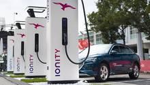 Ionity ist ein Zusammenschluss verschiedener Autobauer, darunter BMW, Mercedes, VW, Audi und Porsche