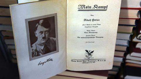 Adolf Hitler Mein Kampf aufgeschkagen