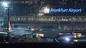 Der Frankfurter Flughafen bei Nacht