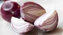 Aufgeschnittene rote Zwiebeln