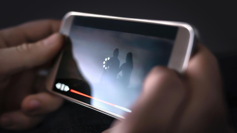In Zeiten von Corona vertreiben sich viele Menschen die Zeit in den eigenen vier Wänden mit Streamingdiensten