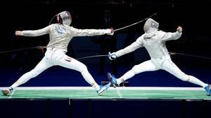 Sorge um Olympia: Säbel-Fechter und Athleten-Sprecher Max Hartung (l.) auf der Planche gegen den Ungarn Csanad Gemesi